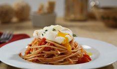 Σπαγγέτι με ντομάτα, αυγό ποσέ και θυμάρι