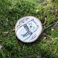 Ručně malovaná dřevěná brož *MÉĎA ŘÍŠA* Origami, Toms, Personalized Items, Vegan, Origami Paper, Vegans, Origami Art