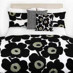 Discover the Marimekko Unikko Duvet Cover - White/Black - Single at Amara Black White Bedding, Black Bed Linen, Black Duvet Cover, White Duvet Covers, Floral Bedding, Linen Bedding, Bed Linens, Comforter, Chic Bedding