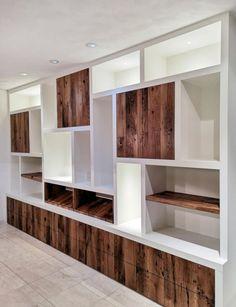 Wandkast creatief op maat Kitchen Wall Units, Open Plan Kitchen Living Room, Cottage Design, House Design, Ideas Armario, Built In Shelves Living Room, Interior Styling, Interior Design, Muebles Living