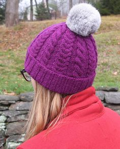 Worsted weight cabled hat with pom pom. Ravelry: Just Chillin' Hat pattern by Carolyn Kern Knitting Designs, Knitting Patterns, Pom Pom Hat, Ravelry, Knitted Hats, Knitwear, Winter Hats, Wool, Cumbria