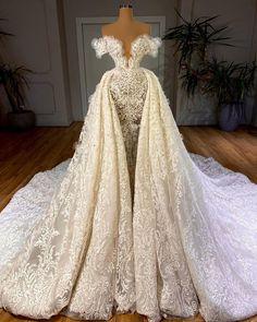 Fancy Wedding Dresses, Luxury Wedding Dress, Lace Mermaid Wedding Dress, Princess Wedding Dresses, Wedding Dress Styles, Lace Wedding, Pretty Dresses, Beautiful Dresses, Princess Ball Gowns