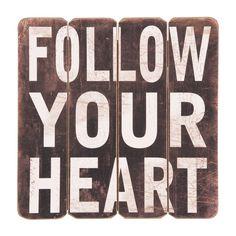 Cedule FOLLOW YOUR HEART. Cena: 336 Kc. Nakupujte na www.almara-shop.cz.