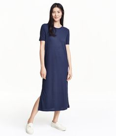 Dark blue. Calf-length dress in ribbed jersey with short sleeves and slits at sides.