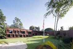Swiss Embassy in Nairobi, Kenya by Roeoesli & Maeder Architekten Nairobi, Critical Regionalism, Cities In Africa, Genius Loci, Spa Design, Woodland Party, Architecture, Kenya, Countryside