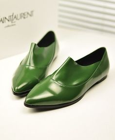 Vintage Flat Shoes with Pointed Toe in Green