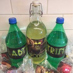På äventyr med Nora & Gillis: Förberedelser Labyrintkalas Anton, Water Bottle, Abs, Drinks, Drinking, Crunches, Beverages, Water Bottles, Abdominal Muscles