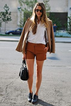 Love this look. Not convinced I could get away w it at work but perhaps if I threw on some tights with it.