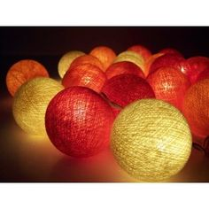 Party Lichterkette aus Baumwollkugeln, creme/rot