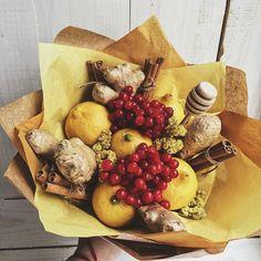 Fruit Basket Ideas Gift Veggies 48 Ideas For 2019 Best Fruit Juice, Fruit Juice Recipes, New Fruit, Fruit Snacks, Edible Fruit Arrangements, Edible Bouquets, Fruit Display Wedding, Vegetable Bouquet, Food Bouquet