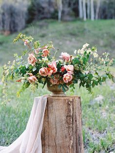 Mountain Bridal Inspiration 2019 Mountain Bridal Inspiration Soil & Stem The post Mountain Bridal Inspiration 2019 appeared first on Floral Decor. Floral Centerpieces, Table Centerpieces, Wedding Centerpieces, Floral Arrangements, Wedding Bouquets, Wedding Decorations, Wedding Table, Wedding Flower Arrangements, Flower Bouquets