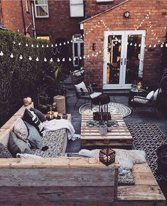 L'été arrive ☀️💛 On se projette et on s'inspire des décos et aménagements de terrasse de 📸 @theresa_gromski 😍