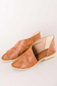 Super cute camel faux leather slip-on open-side slides with open toe detail. Dottie Couture Boutique, Online Clothing Boutiques, Leather Slip Ons, Summer Shoes, Open Toe, Heeled Mules, Camel, Footwear, Sandals