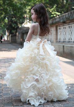 white flower girls dresses with ruffled skirt