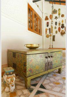 table basse coffre, statuette éléphant d'Inde et décoration orientale