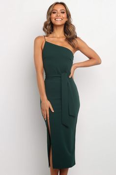 Bree Dress - Emerald - Petal & Pup USA Source by stephskacan to wear to a wedding summer Classy Dress, Classy Outfits, Emerald Dresses, Dresses Online Australia, Semi Formal Dresses Australia, Facon, Dress Me Up, Pretty Dresses, Dress To Impress