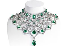 Romanov Emerald Necklace: 79 emeralds totalling 186.85 carats, featuring specially-cut sugar-loaf cabochons and a single pear-shaped drop of 30.65 carats. The necklace is also set with 2225 gemstones, totalling 363.48 carats, including 1991 round white diamonds, totalling 98.15 carats, 151 rose cut diamonds, totalling 43.29 carats, with one rose diamond of 0.67 carats and a pear-shaped rose cut of 3.48 carats. Fabergé
