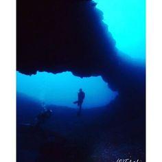 【takeshi19751027】さんのInstagramをピンしています。 《Underwater Photo from My Stock ☆40☆  Arch of Yaene@Hachijojima 八重根のアーチ@八丈島(Oct 2012)  #ダイビング #diving #スキューバダイビング #scubadiving #水中 #underwater #水中写真 #underwaterphotography #富士フイルム #fujifilm #finepixf30 #海 #sea #ocean #水中風景 #underwater_landscape #アーチ #arch #ダイバー #diver #silence #伊豆 #八丈島 #izu #hachijojima #八重根 #yaene #ダイビング好きな人と繋がりたい #写真好きな人と繋がりたい #写真撮ってる人と繋がりたい》