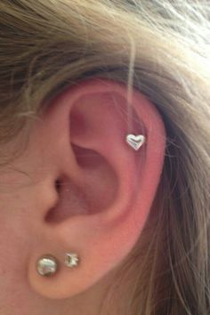 Got this heart cartilage piercing today! It + - Piercings - Ear Piercing Piercings Helix, Piercing Implant, Double Ear Piercings, Ear Peircings, Cute Ear Piercings, Body Piercings, Piercing Tattoo, Heart Piercing, Double Cartilage