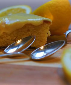 Recipe for Lemon Drizzle cake in Danish. Lemon Drizzle Cake, Lemon Recipes, Cake Creations, Pudding, Desserts, Food, Lime Recipes, Meal, Custard Pudding