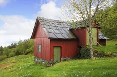 Bestefars verksted: Idyll....... An old, red barn in Norway.