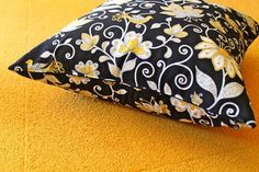 How to Sew a Hidden Zipper Pillow.  Looks so easy and will be perfect for all my throw pillows.  Then I can wash them!