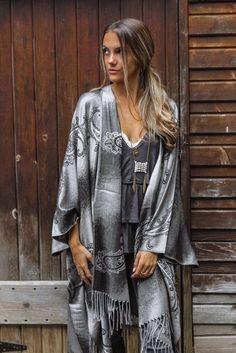 Fall 2018, Kimono Top, Fashion, Fashion Styles, Moda, Fashion Illustrations, Fashion Models