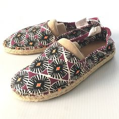 listing! ON tribal flats So cute! The Old Navy tribal flats are the closet staple for spring! Adorable print. Size 6. NEW with the store barb still attached! *Does not include shoe mold* Old Navy Shoes Espadrilles