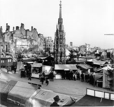 Christkindles Markt (christmas market) around the fountain in 1946