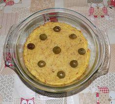 Le mani in pasta2 patate medie 2 uova 250 g. di tonno sott'olio 2 cucchiai di grana grattugiato 1 cucchiaio di pasta di acciughe olive per guarnire un pizzico di pepe olio evo q.b.  Preparazione:  Lessare le patate in acqua salata per circa 40 minuti. Scolarle, farle intiepidire, sbucciarle e schiacciarle con una forchetta; metterle in una terrina con il tonno sminuzzato, la pasta di acciughe, un filo d'olio evo e le uova sbattute. Aggiustare di sale e pepe, amalgamare bene e passare in…