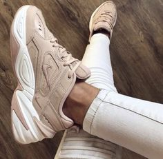 Blush Nike's / Nike dad sneakers / pink sneakers / sneaker inspo / shoe lover / dad sneaker outfit Source by nazyfarnoosh Sneakers Dad Sneakers, Sneakers Mode, Pink Sneakers, Sneakers Fashion, Fashion Shoes, Fashion Hair, Sneakers Outfit Nike, White Sneakers Nike, Fashion Beauty