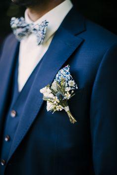 Noeud papillon et pochette de costume Liberty June Meadow Marine, Navy blue June's Meadow Liberty Bow tie & matching pocket square  (c) La Cabine de Margaux