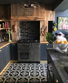 This Kitchen belongs to Shelley Full spotlight and home tour here. Interior Design Kitchen, Interior Design Living Room, Design Bedroom, New Kitchen, Kitchen Decor, Loft Kitchen, Dark Interiors, Küchen Design, Loft Design