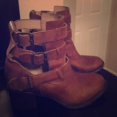 Free bird cutout distressed cognac bootie size 9 Excellent condition rustic bootie. Super cute and great for spring. No trades, PayPal or low ball offers. Steve Madden Shoes Ankle Boots & Booties