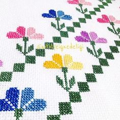 Yakından görmek isteyenler Modern Cross Stitch Patterns, Easy Crochet Patterns, Cross Stitching, Cross Stitch Embroidery, Cross Stitch Rose, Yarn Shop, Bargello, Yarn Crafts, Embroidery Designs