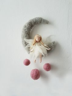 Sweet felted angel sitting on felted cresent moon. by Giodali on EtsyWaldorf Ispired needle felted mobile: The Pink and Purple CThis is a Waldorf inspired piece made of wool by the needle-felting technique.Items similar to Felt fairy * needle felted Felt Crafts, Diy And Crafts, Arts And Crafts, Needle Felted Animals, Needle Felting, Peg Doll, Dream Catcher Mobile, Dream Catchers, Felt Angel