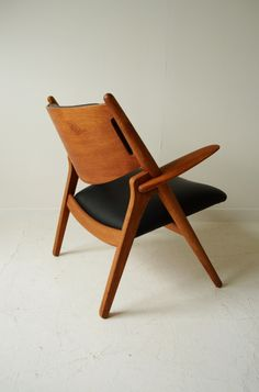 I like black and wood together - Hans J Wegner CH28 sawhorse armchair #Wegner #midcentury #chair