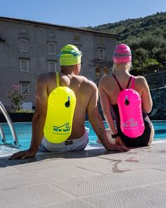 c92ce89a3819 Amazon.com   New Wave Swim Bubble for Open Water Swimmers and Triathletes -  Be