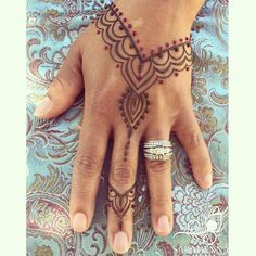 Kirkland Uncorked festival is this weekend and the weather is going to be amazing!!  . . #sarahenna #henna #mehndi #Kirkland #kirklandart #seattlehenna #seattle #kirklanduncorked #festival #hennaartist #art #artist #seattleart #kirklandartist #kirklandhenna #naturalhenna #hennaart #Woodinville #bothell #Redmond #Bellevue #hennaseattle