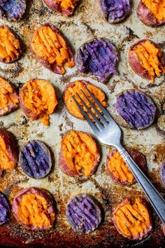 mashing sweet potato with a fork Side Recipes, Whole 30 Recipes, Healthy Holiday Recipes, Vegetarian Recipes, Smashed Sweet Potatoes, Sweet Potato Recipes, Sweet Potato Mash, 30 Min Meals, Potato Dishes