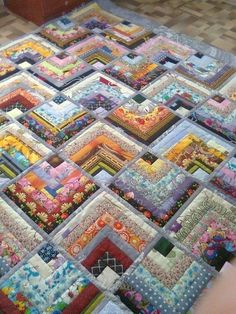 This particular impression (beautiful skills crochet knitting quilting half log Half Log Cabin Quilt Pattern) above will be l Colchas Quilting, Scrappy Quilt Patterns, Log Cabin Quilt Pattern, Jellyroll Quilts, Scrappy Quilts, Easy Quilts, Machine Quilting, Quilting Projects, Quilting Designs