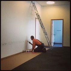 Der arbejdes i og på de nye lokaler #dankbardk #zusammendk #bygefuhldk #roskilde #trekroner #Padgram