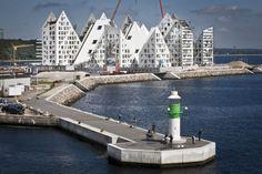 Byens skyline forandrer sig i disse måneder. Dette betagende syn af Isbjerget venter sejlere, der besøger Aarhus denne sommer. Foto: Axel Schütt - The new skyline in Århus