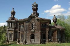 Wooden сhurch of St. Prophet Elisha is located in a deserted village Yakovlevskaya of Podporozhsky area (Leningrad oblast) on the shore of Lake Sidozero. The church, built in 1899 was closed in 1939 and is in significant disrepair now.