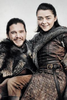 Kit Harington and Maisie Williams as Jon Snow and Arya Stark in Entertainment Weekly Arya Stark, Game Of Thrones Cast, Game Of Thrones Funny, Kit Harington, Maisie Williams, Winter Is Here, Winter Is Coming, Movies And Series, Movies And Tv Shows