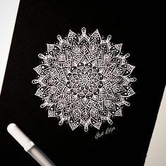 Mandala Doodle, Doodles Zentangles, Mandala Drawing, Mandala Art, Doodle Art, Mandala Pattern, Zentangle Patterns, Mandala Design, Line Doodles