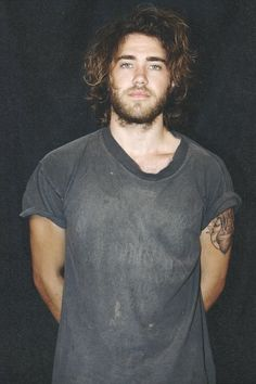 Matt Corby: he's Australian - THAT EXPLAINS IT. I feel like we need to make a trip to au please Matt Corby, Handsome Faces, Pretty People, Beatiful People, Man Candy, Gorgeous Men, Curly Hair Styles, Man Bun, Sexy Men