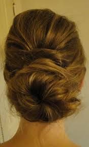 Kuvahaun tulos haulle rento kampaus pitkille hiuksille