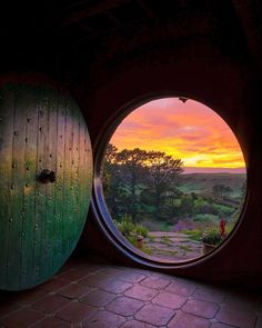 Orange morning at Middle-Earth & Hobbiton, New Zealand. Photo by - Orange morning at Middle-Earth & Hobbiton, New Zealand. Photo by Orange morning at Middle-Earth & Hobbiton, New Zealand. Hobbit Hole, The Hobbit, Casa Dos Hobbits, Architecture Art Nouveau, Into The West, Jrr Tolkien, Tolkien Tattoo, Lord Of The Rings, Bilbo Baggins