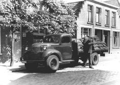 1950. Residential coal delivery in Amsterdam and around the country had to be arranged in the summer months. After natural gas was discovered in the Noord of the Netherlands in July of 1959 the country transitioned quickly from coal to natural gas in the 60's. #amsterdam #1950